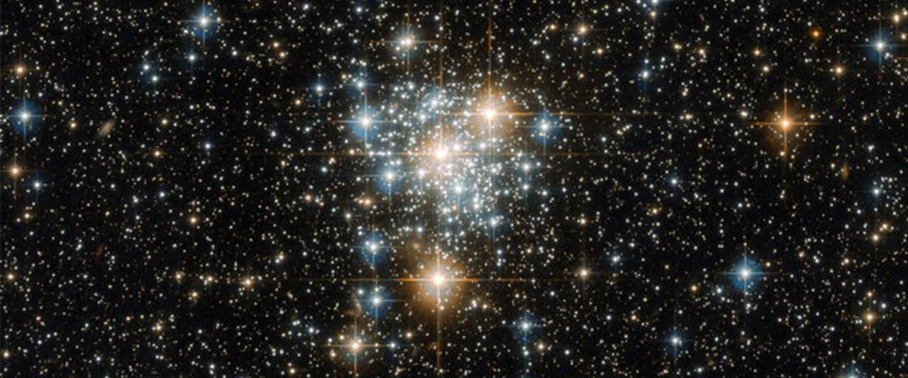 The Toucan and the cluster © ESA/Hubble & NASA