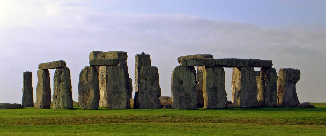 Stonehenge © Nedarb at English Wikipedia [Public domain], via Wikimedia Commons